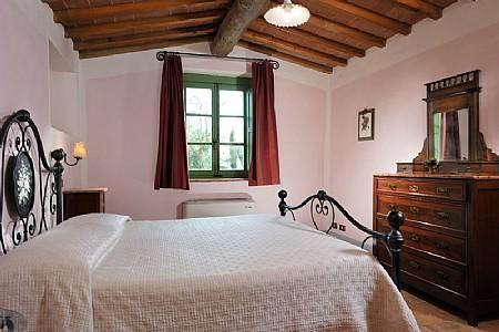 Casabianca Villa Sleeps 2 with Pool Air Con and WiFi - 5229052, holiday rental in Farnetella