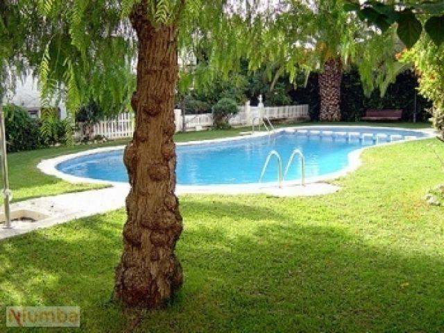 PAREADO CON PISCINA, holiday rental in La Riera de Gaia