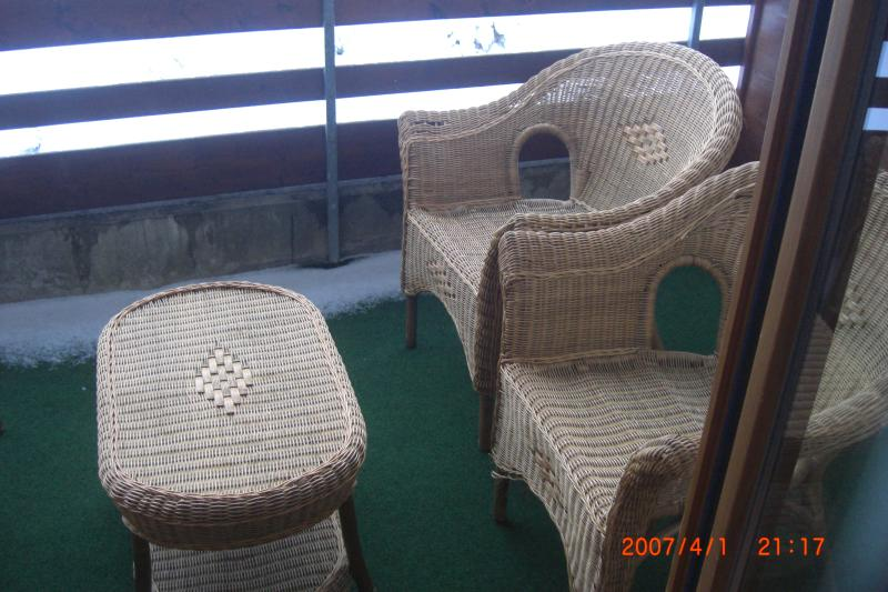 terrace with chairs and tisch