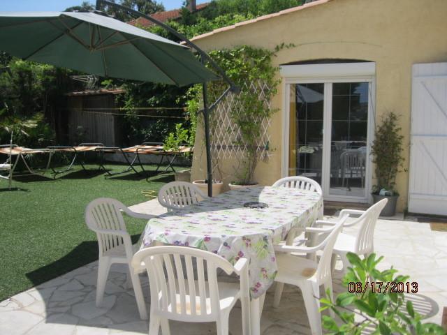 terrasse devant cuisine , salle à manger, chambre