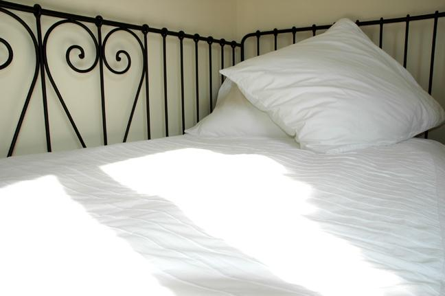 Chocolat single bed