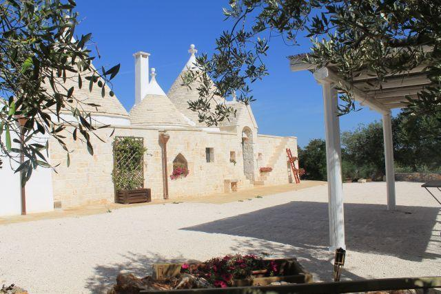 Outdoor Trullo L'Ulivo (4 + 2 guests)