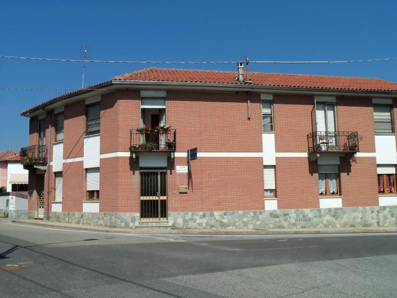 GRAZIOSO APPARTAMENTO CASTELL'ALFERO, alquiler vacacional en Montemagno