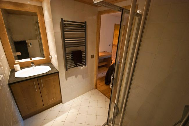 Chardons E2 ensuit shower room