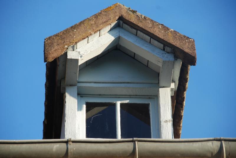 Maison Les Bardons roof window