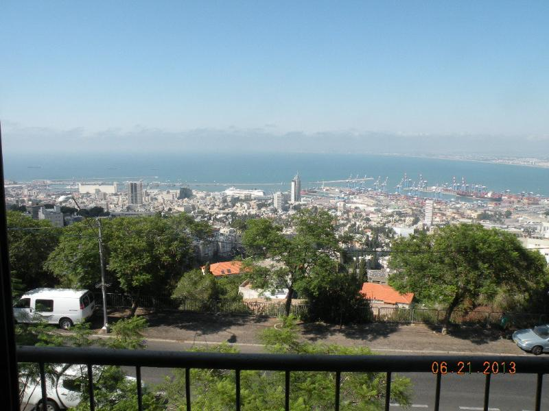The view from the living room-Haifa and Haifa Bay