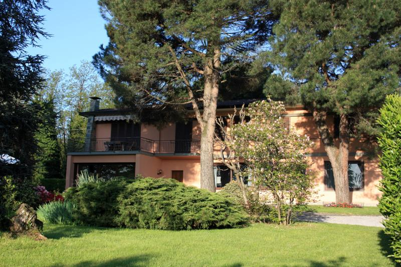 Habitaciones en b&b de 80 m2 de 2 habitaciones en, holiday rental in Casatenovo