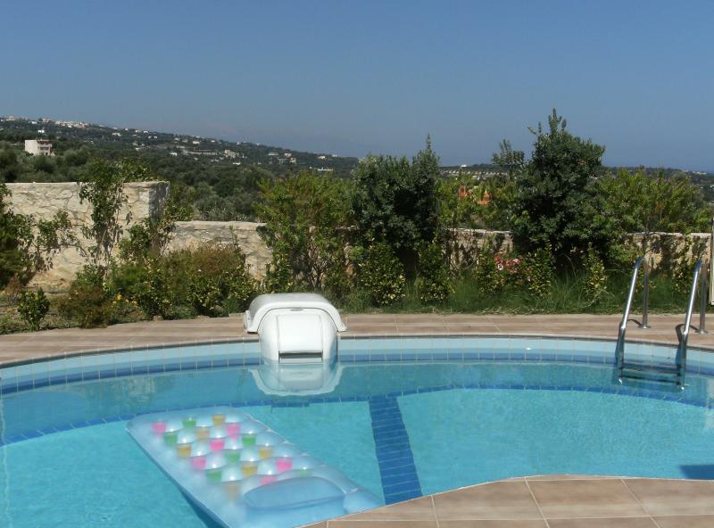 Helidonia Villas-STEFANOS, sea view, private pool, near beach & Rethymno, holiday rental in Pigi