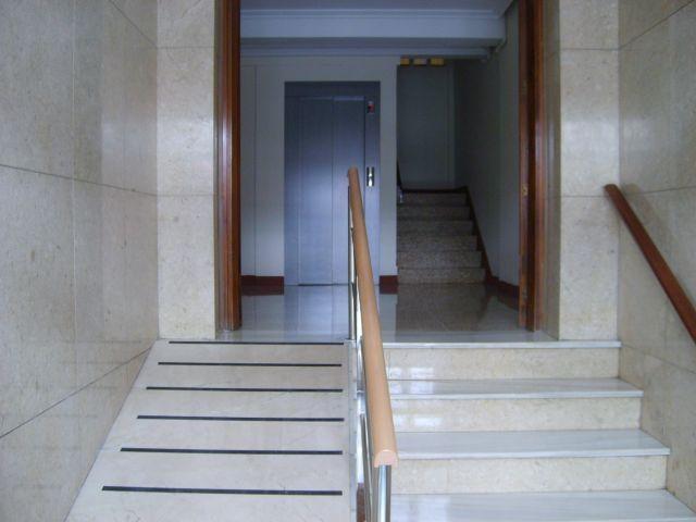 Apartamento de 4 dormitorios en Santiago de Compos, location de vacances à O Milladoiro