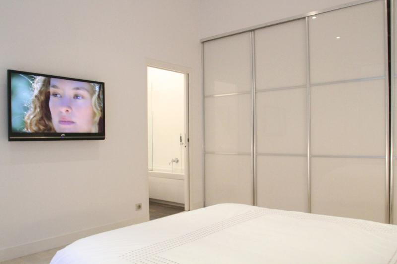 You can watch HD TV from the comfort of bed