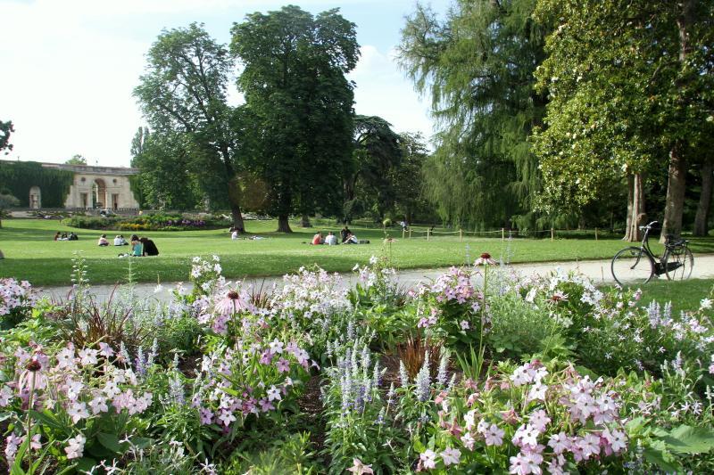 Stroll through Bordeaux Public Gardens