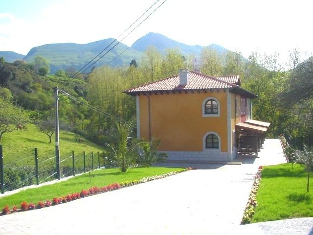 EL PRAU LA IGLESIA  I ( CASA AMARILLA), holiday rental in Carrena