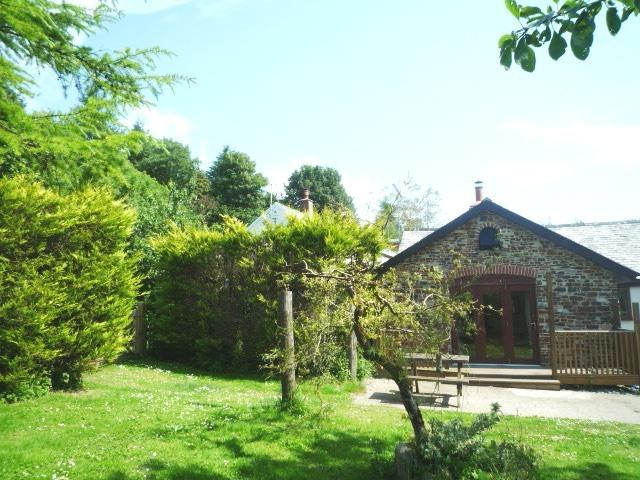 Wisteria Cottage, folding doors to large enclosed private garden, with decking and picnic table