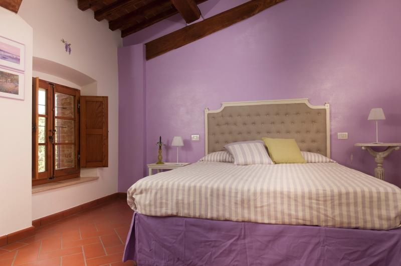 Wisteria double bedroom with bathroom, Wi-Fi, TV  upon request, air conditioning.
