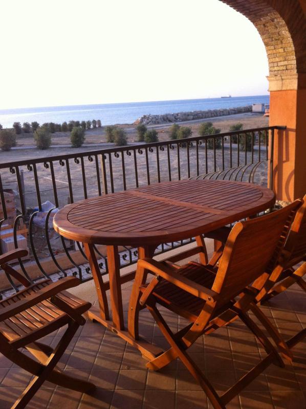 La spiagga dal terrazzo / The beach from the terrace