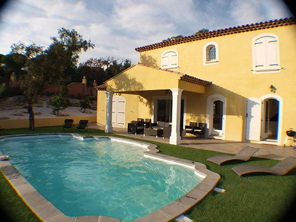 A beautiful new air-conditioned villa with pool, 800 metres from the beach, private pool, secure