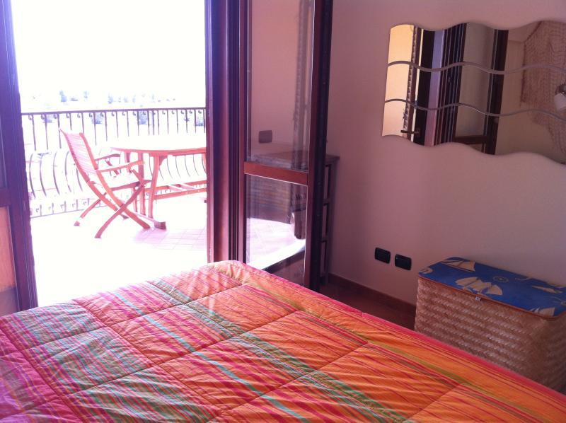 La spiaggia dalla camera da letto / The beach from the bed room