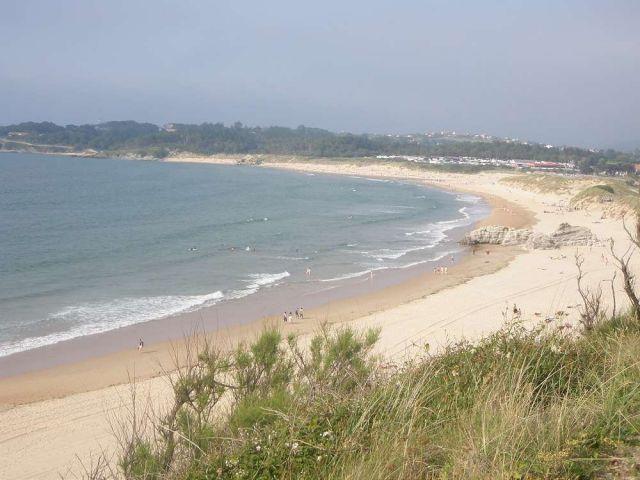 Vista al exterior sigue la playa....