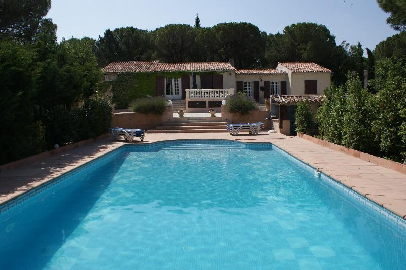 Superb villa in the heart of Provence. 5 bedrooms., location de vacances à Vidauban