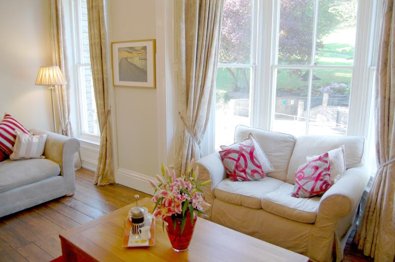 Lounge with seating for 8 and views over Pannett park, real trees inside and out over Christmas