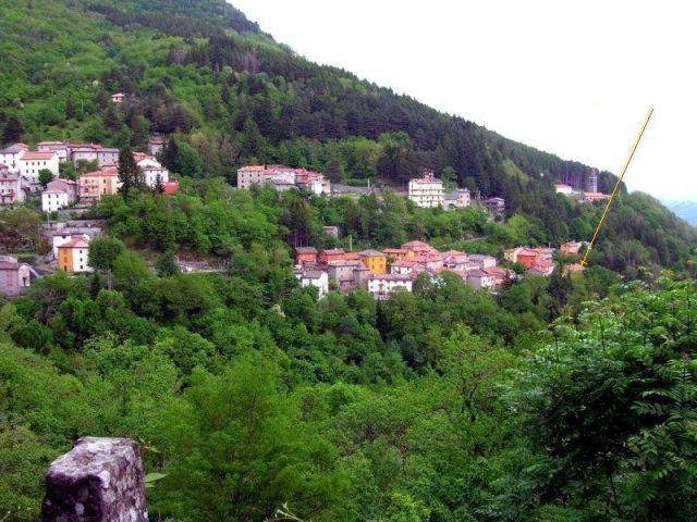 Casa en la quietud de los montes.Apartamento de 2 dormitorios ., vacation rental in Chiesina-Farne