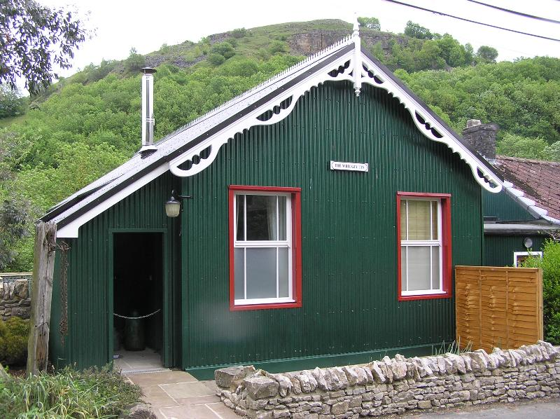 The Wriggly Tin, holiday rental in Chelmorton