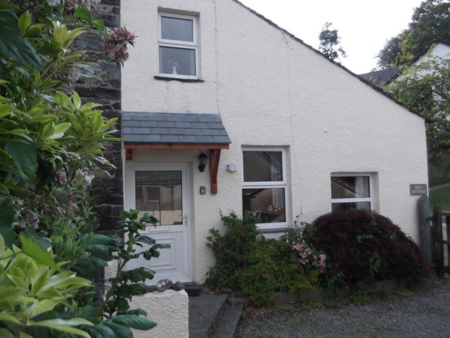 Cosy Cottage in Braithwaite, at the foot of Newlands Valley, sleeps 3 in 1 double and 1 single.
