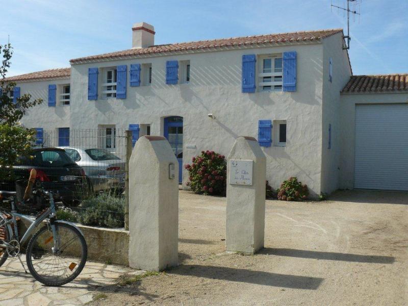 Le Clos des Marais, côté cour - chaque maison a son emplacement de stationnement
