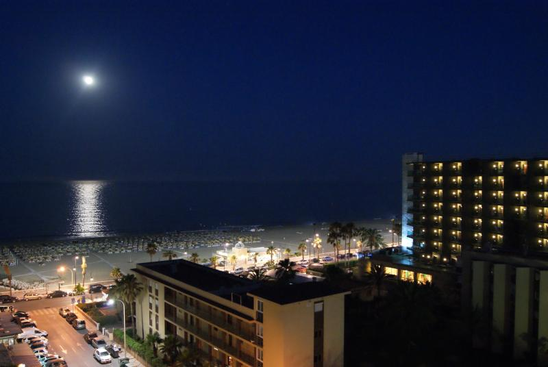 TORREMOLINOS PLAYA BEACH 2 minutes- WIFI - Romantic 509, vacation rental in Torremolinos