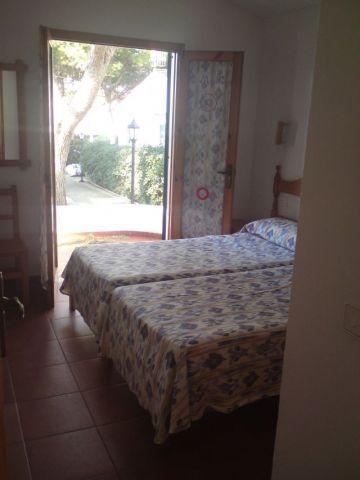 2 Bedrooms = 4 beds