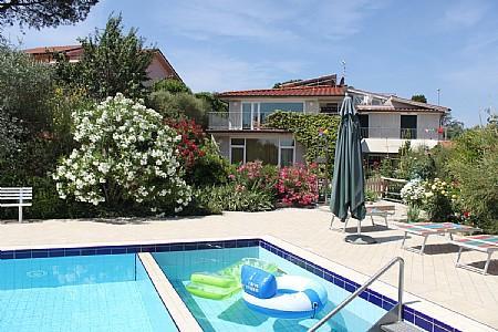 Bobolino Holiday Home Sleeps 13 with Pool Air Con and WiFi - 5229097, holiday rental in Sammontana