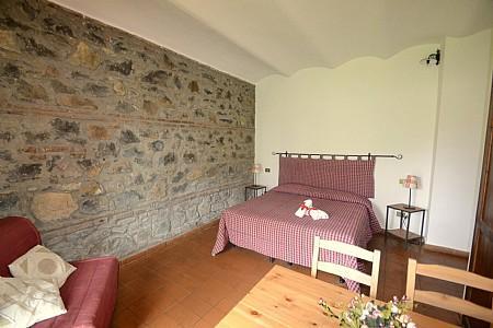 Casalaccio Villa Sleeps 4 with Pool and WiFi - 5229099, vacation rental in Cisterna di Latina