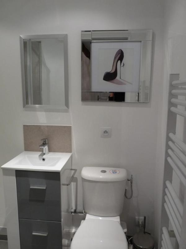 La salle de bains de la deuxième chambre