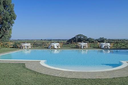 Casalaccio Villa Sleeps 4 with Pool Air Con and WiFi - 5229101, vacation rental in Cisterna di Latina