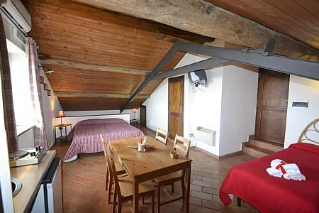 Casalaccio Villa Sleeps 4 with Pool and WiFi - 5229102, vacation rental in Cisterna di Latina