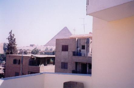 Cozy and Spacious Apartment Near The Giza Pyramids, aluguéis de temporada em Gizé