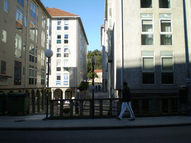 Le portail de l'édifice est celle observée dans le fond, sous l'affiche Psicotécnico Feans des qui met