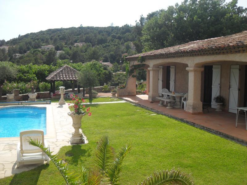 villa et sa piscine logement entier