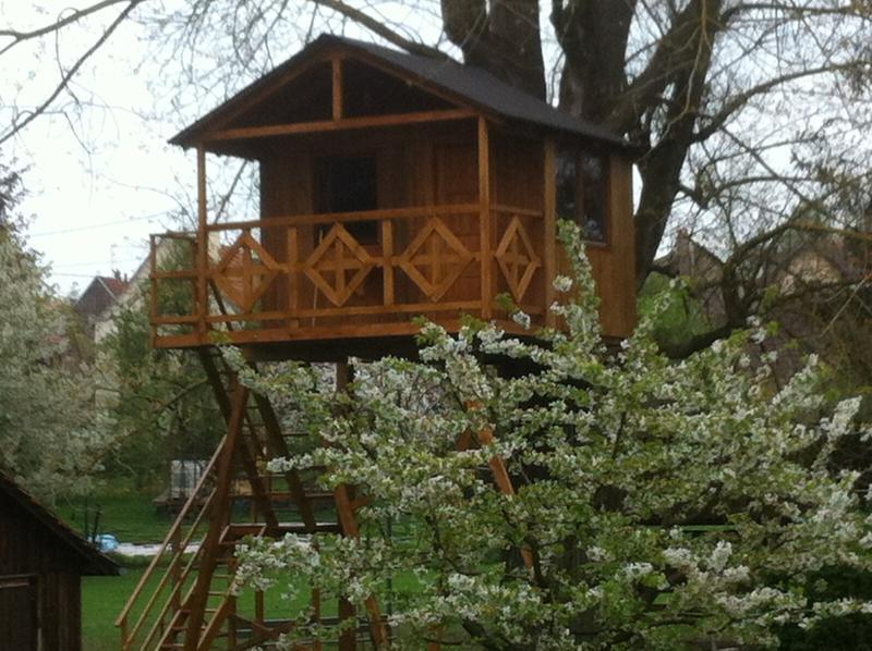cabane perchée dans un arbre, casa vacanza a Lichtenberg