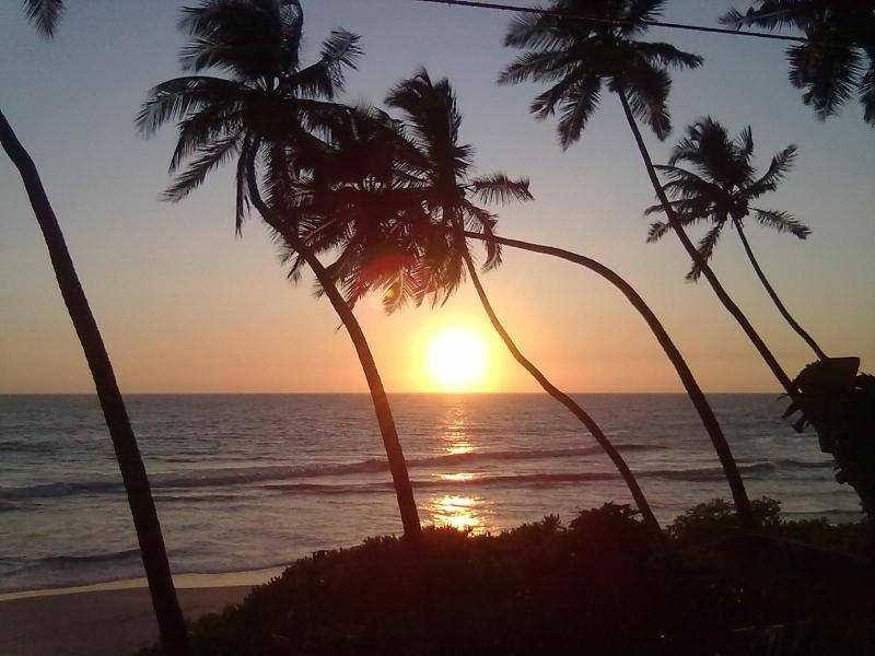 Por do sol visto de tons do oceano