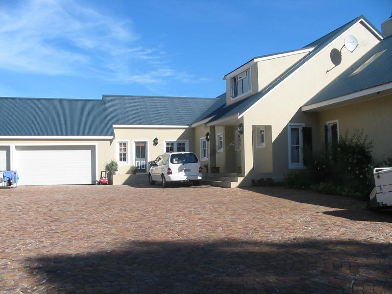 The driveway with ample parking