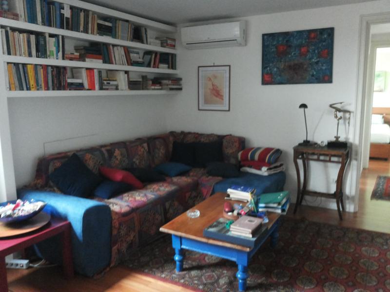 Appartamento elegante vicino stazione trastevere, Ferienwohnung in Marco Simone