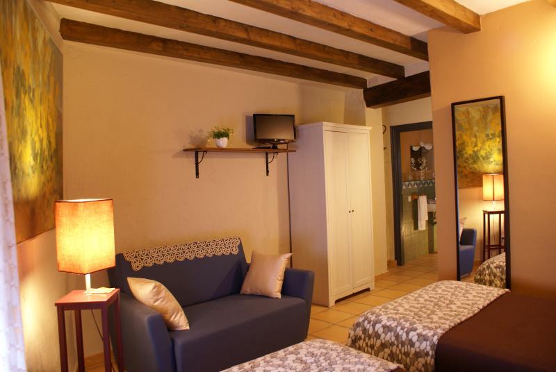 EL PATIO DE LAS CEBOLLAS, Casa Rural en Segorbe, holiday rental in Montanejos