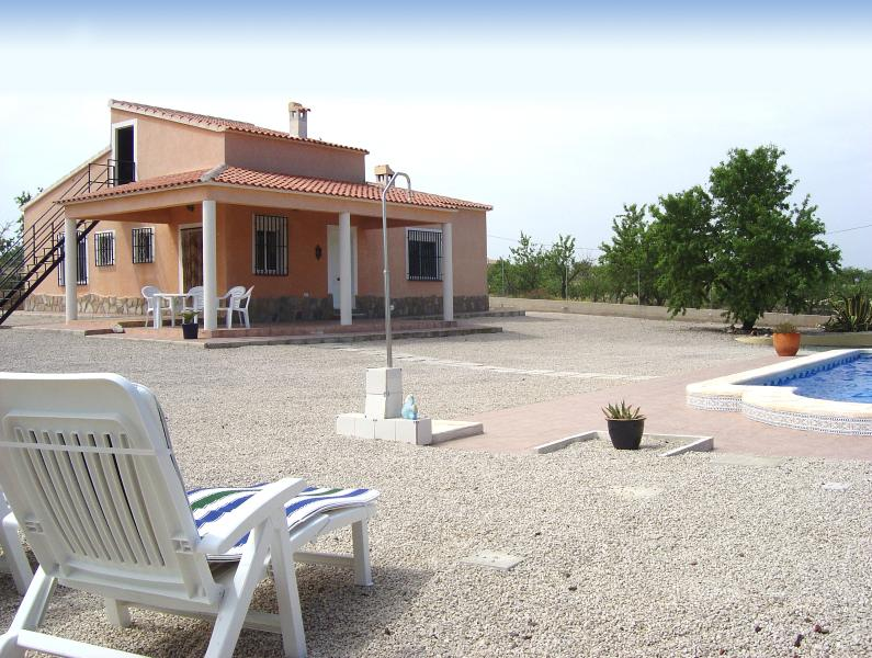 Villa Tocino in the beautiful setting of Hondon valley