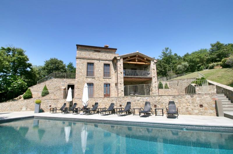 Luxury Casa Padrone: House and pool