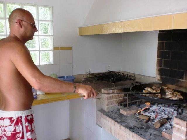 Barbacoa, dispone de capacidad para cocinar 3 paellas a la vez o lo que os apetezca
