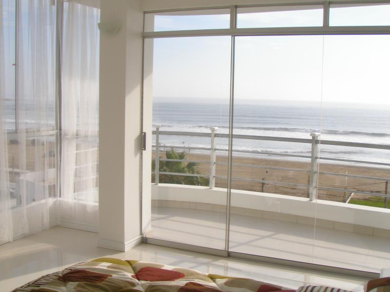 OCEAN FRONT - BALCONY, vacation rental in Moche