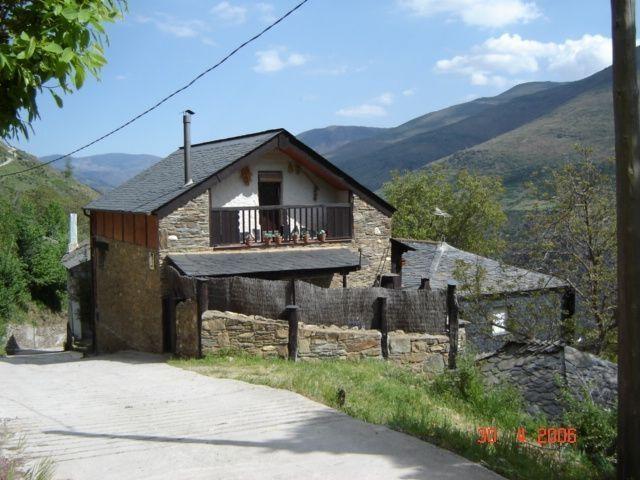 Casa Rural de 100 m2 para 8 personas, cuatro dormi, aluguéis de temporada em San Justo
