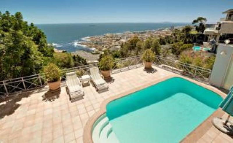 Spacious Bantry Bay Villa - 58 de Wet, location de vacances à Bantry Bay