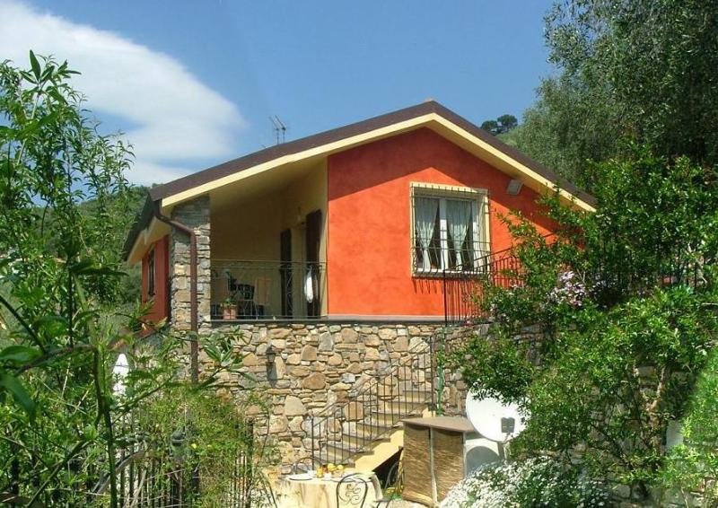 Casa nelle Rose - Nelle Rose 2, holiday rental in Pontedassio